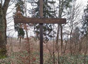 Nowy krzyż na cmentarzu Ewangielickim