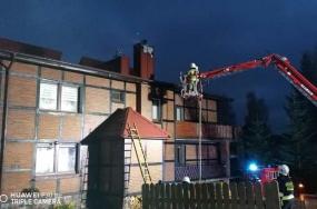 Pożar poszycia dachu na plebani w Nożynie